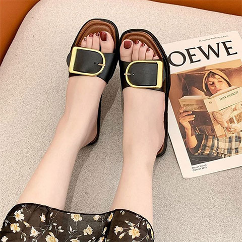 Metal Buckle Flat Bottom Wear Slippers - Black